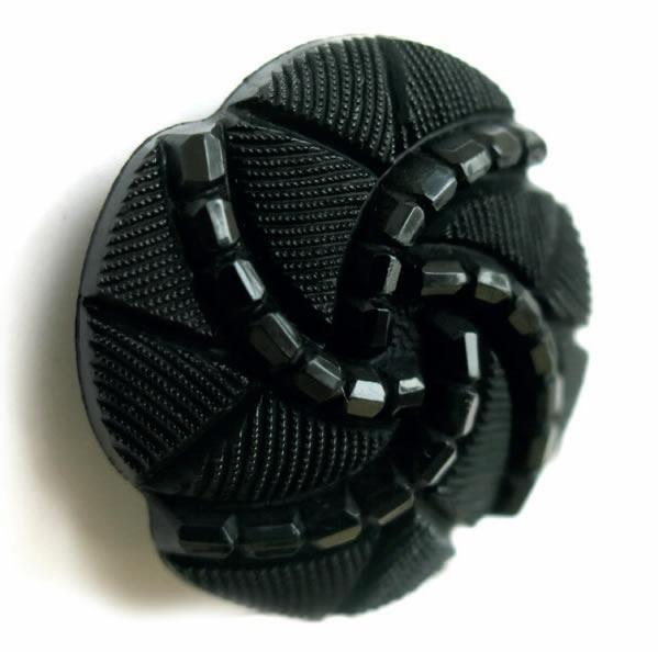 Bouton à pied noir facon passementerie.  15mm à 27mm