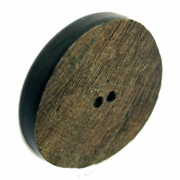 Bouton 2 trous pion corne marron  18mm à 70mm